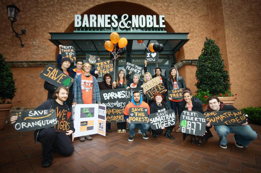 Barnes-and-Noble-Action-March-2012-20